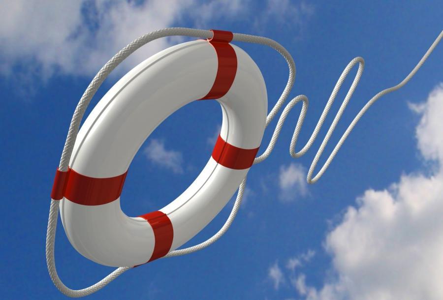 Marynarze z okrętu-muzeum uratowali tonącego mężczyznę