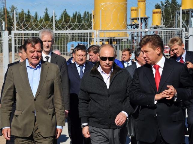 Putin i Schroeder otwierają Gazociąg Północny