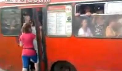 Oto rosyjski autobus grozy. Wideo