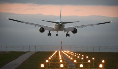 Lądujący samolot