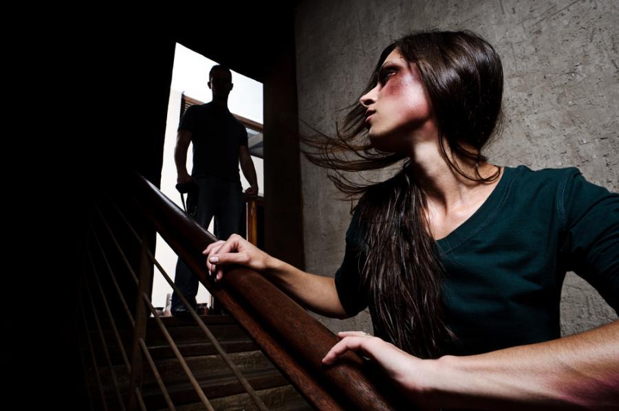 Przemoc nie zdarza się tylko w patologicznych rodzinach.