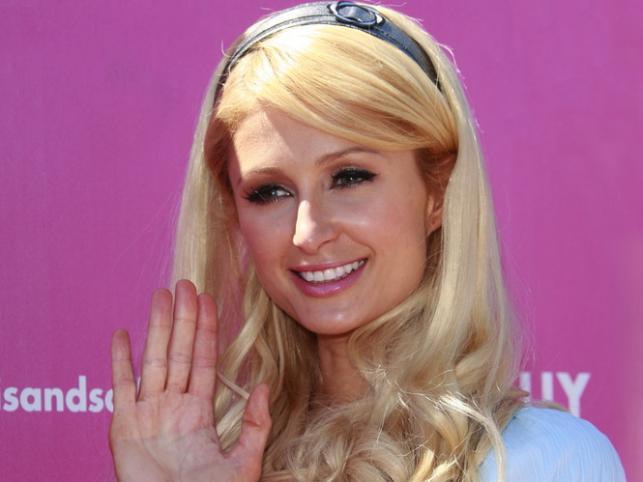 Paris Hilton celuje w niezbyt mądrych wypowiedziach. Nie bała się stwierdzić, że zasadniczo nic nie myśli, tylko sobie idzie i ładnie wygląda