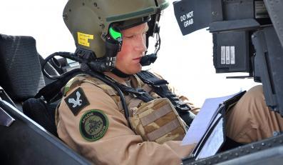 Piloci musieli przejść blisko 12-miesięczny tok szkoleń, żeby dotrzeć do momentu w którym są teraz. Czeka ich jeszcze 2,5 miesiąca ćwiczeń taktycznych, trening latania i strzelania