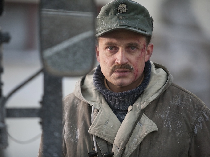 Piotr Adamczyk jako sturmbannführer Hermann Brunner