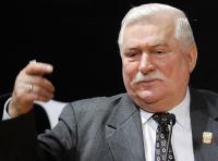 Lech Wałęsa od 2005 roku procesuje się z Krzysztofem Wyszkowskim. Były opozycjonista z czasów PRL stwierdził, że Wałęsa współpracował z SB. Ostatni wyrok sądu był na rękę byłemu prezydentowi, jednak Wyszkowski zapowiada dalszą walkę, nie wyklucza wniosku do Trybunału w Strasburgu