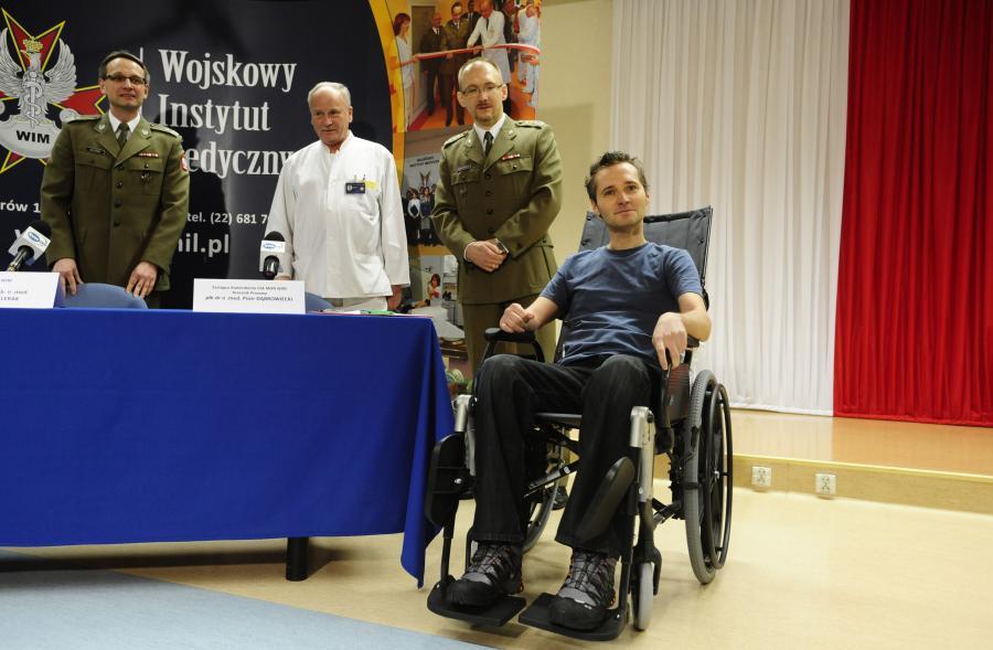 Jarosław Wałęsa w szpitalu podczas konferencji prasowej