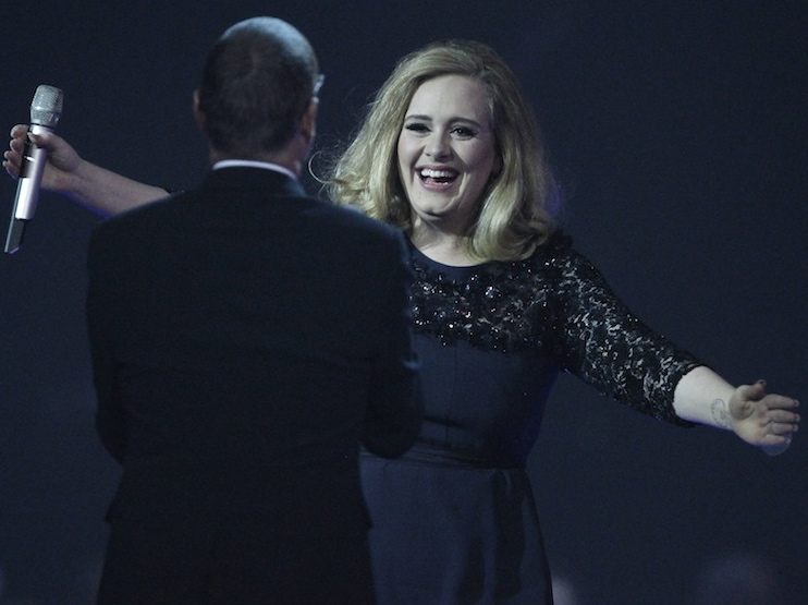 George Michael wręcza Adele BRIT Awards