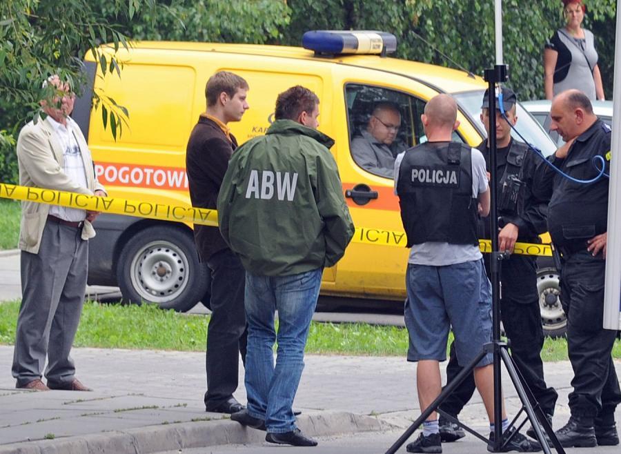 Likwidacja magazynu krakowskiego bombera przez ABW i policję