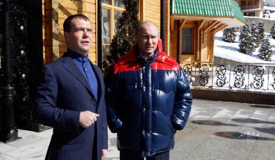 Miedwiediew gratuluje Putinowi zwycięstwa w wyborach