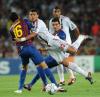 Thiago Silva wpada na Sergio Busquetsa w meczu FC Barcelona - AC Milan z 13.09.2011