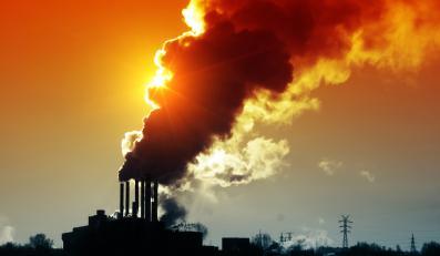 Dym z przemysłowych kominów