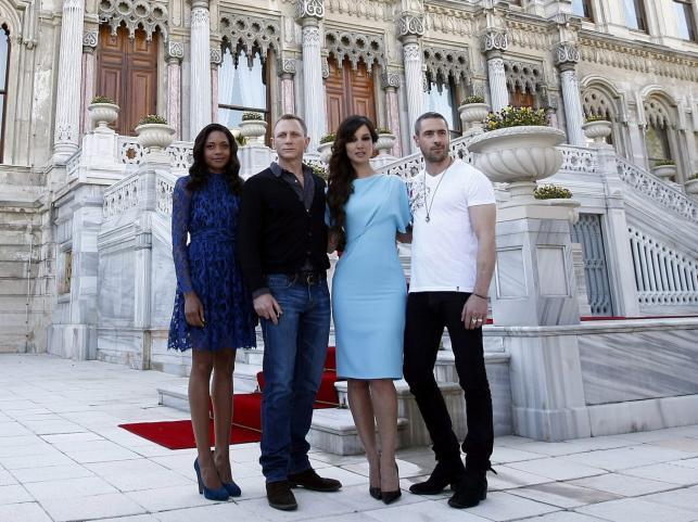 Naomie Harris, Daniel Craig, Berenice Marlohe i Ola Rapace