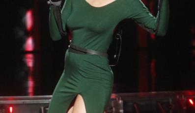 Ta suknia niebezpiecznie opinała ciało