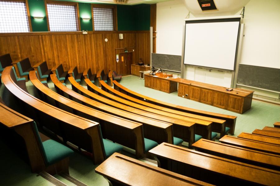Pusta sala wykładowa