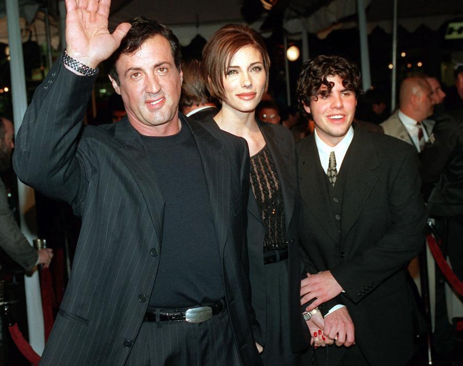 Rok 1996.  Sylvester Stallone, Jennifer Favin i Sage Stallone na premierze filmu \