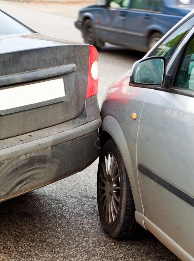 Jak złodzieje kradną samochody w Polsce? Na stłuczkę