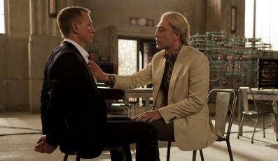 """Daniel Craig i Javier Bardem w głośnej scenie ze """"Skyfall"""""""