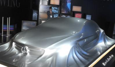 Oto Mercedes z ciekłego metalu...