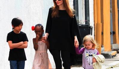 Angelina Jolie z dziećmi: Paksem, Zharąi Vivienne