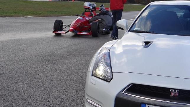 Bolid F3 i nissan GT-R