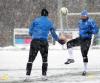 Pogoda nie rozpieszcza piłkarzy. Lech Poznań trenuje na śniegu