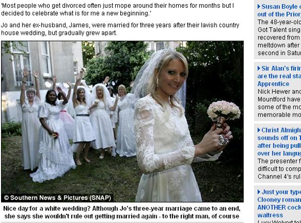 W sukni ślubnej na imprezę rozwodową