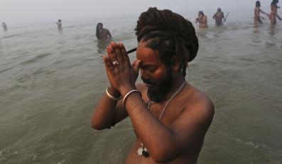 Mistyczne święto Kumbh Mela. Kąpiel w świętych wodach Gangesu