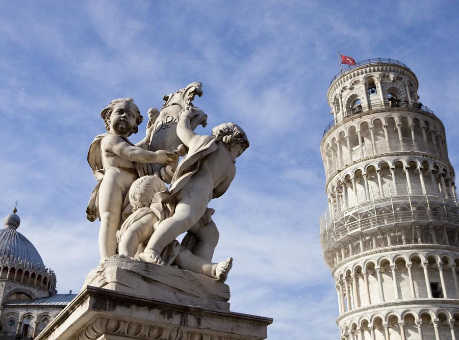 Krzywa Wieża góruje nad Pizą