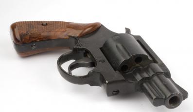 rewolwer pistolet