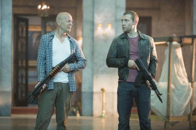 "Bruce Willis i Jai Courtney w filmie ""Szklana pułapka 5"""