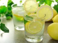 Kwaśny i zdrowy. Co daje sok z cytryny