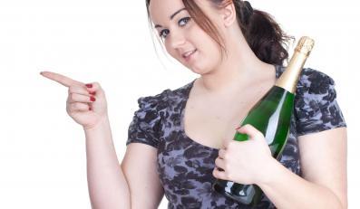Kobiety z nadwagą powinny unikać alkoholu