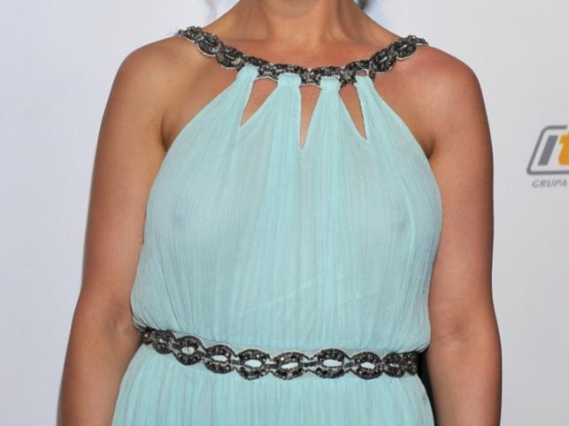 Prześwitująca suknia Amelii Radeckiej