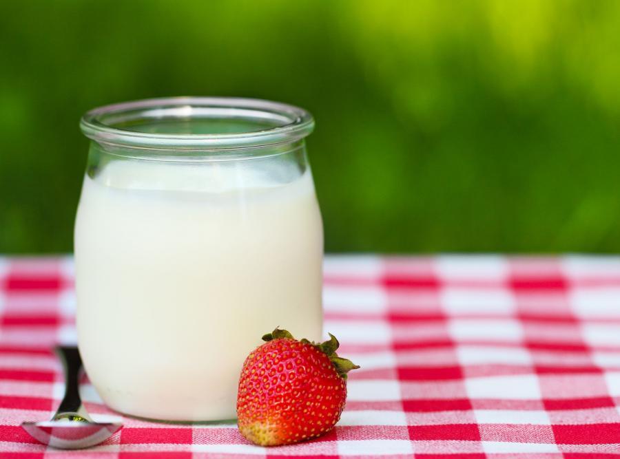 3. Jogurt zapewnia zdrowe i piękne zęby