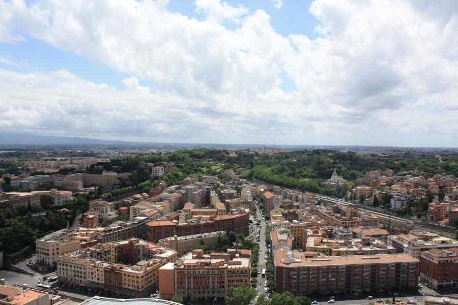 Widok na Watykan z kościelnej wieży