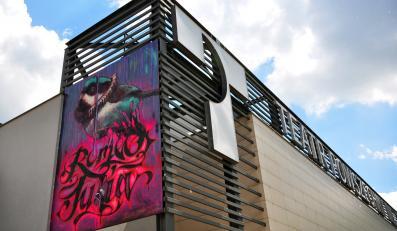 Mural na ścianie Teatru Powszechnego