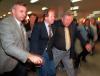 Wojciech Fibak na lotnisku, podejrzewany o pobicie francuskiej prostytutki