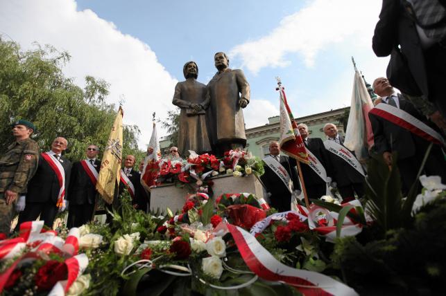 Pomnik Marii i Lecha Kaczyńskich
