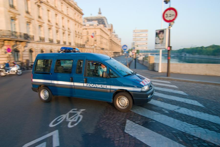 Radiowóz żandarmerii w Paryżu