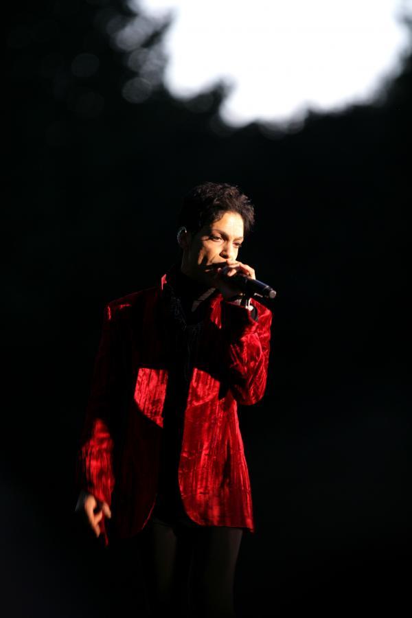 Prince przekłada koncerty w Europie