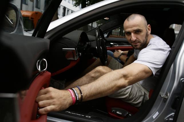 Marcin Gortat w porsche panamera