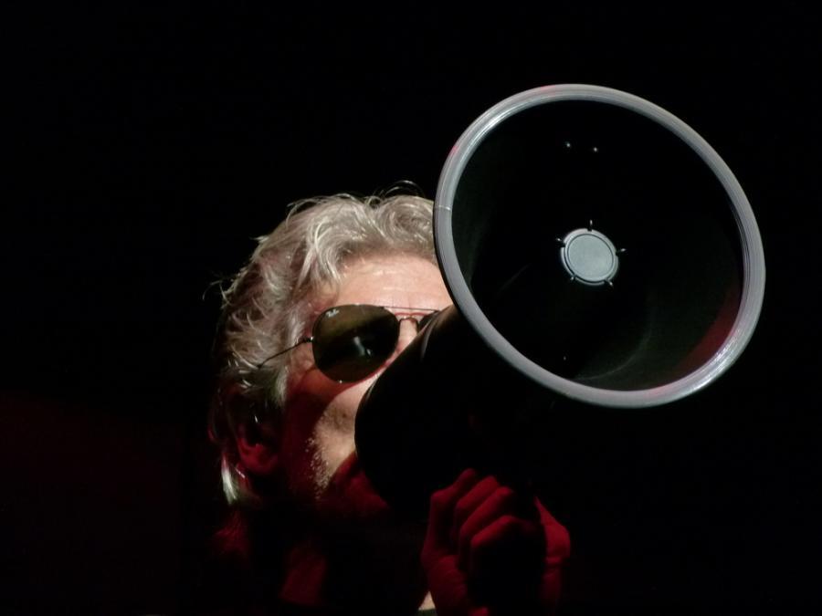 Roger Waters z \