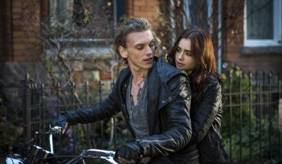 Lily Collins i Jamie Campbell Bower
