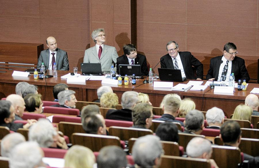 Konferencja naukowa z udziałem ekspertów Antoniego Macierewicza (prof. Jacek Rońda pierwszy z prawej)
