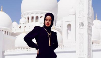 Rihanna pozowała przed Wielkim Meczetem w Abu Dhabi