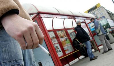 Straż miejska będzie zawstydzać palących na przystankach