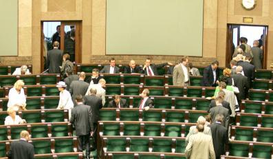 Dziewięciu posłów PiS będzie miało kłopoty w związku z usprawiedliwieniami nieobecności w Sejmie