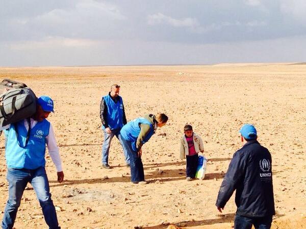 Czteroletni Marwan znaleziony na pustyni przez pracowników UNHCR, źródło: Andrew Harper/Twitter