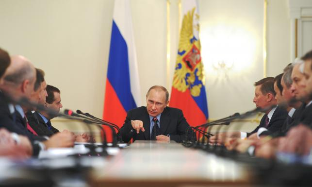 Oficer KGB z krzyżykiem na szyi rządzi Rosją już 15 lat! Kim jest Putin?