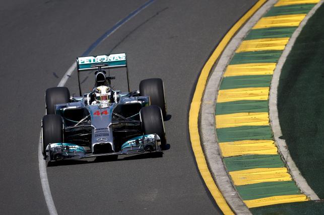 1. Lewis Hamilton (Mercedes) 1.29,625 (37)